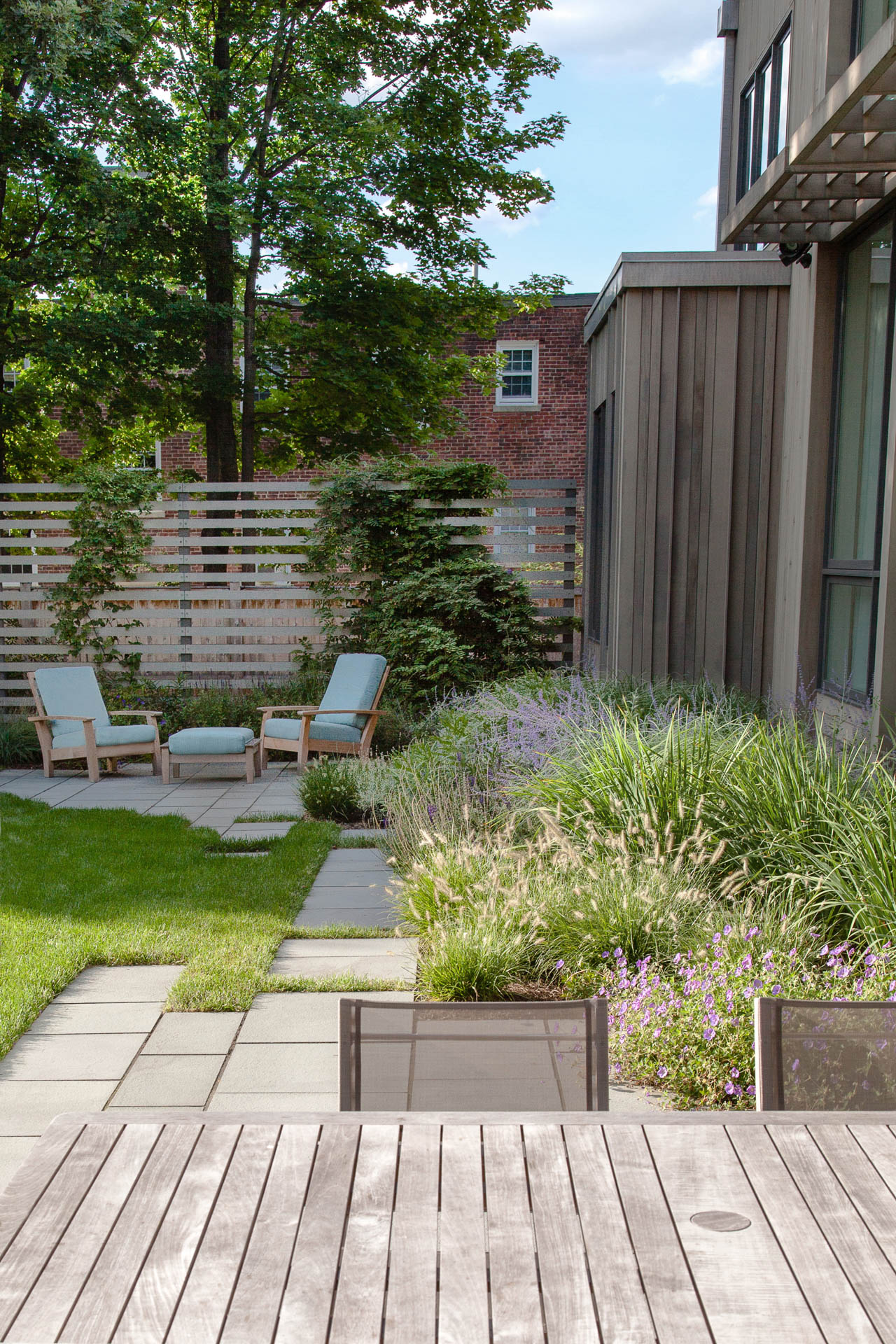 35 Modern Front Yard Landscaping Ideas With Urban Style: Matthew Cunningham Landscape Design LLC